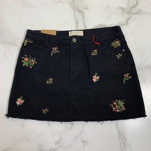 Angel kiss black denim floral embroidered skirt L